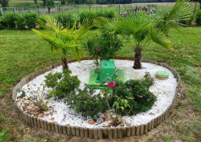 Intégration paysagère parfaite au sein d'un massif décoratif
